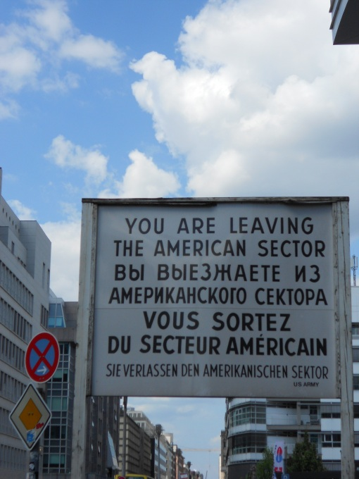 Checkpoint_Charlie_02