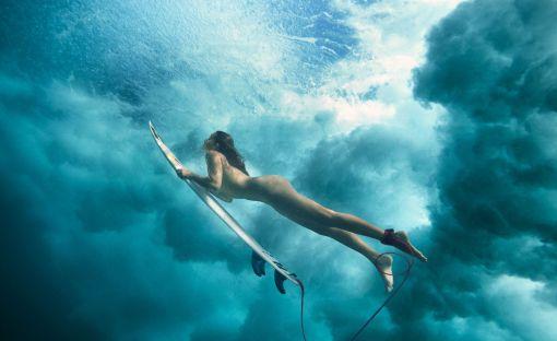 maya-gabeira-surfing-naked-espn-the-body-issue-duck-dive