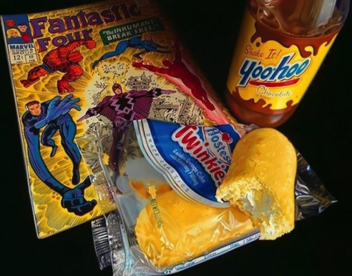 Hyper_Realistic_Paintings_Of_Old_School_Snacks_And_Comics_2014_04-650x510