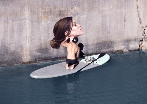 hula-paints-hyper-realistic-bathing-ladies-from-his-surfboard-designboom-03