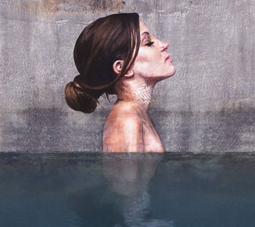 hula-paints-hyper-realistic-bathing-ladies-from-his-surfboard-designboom-12
