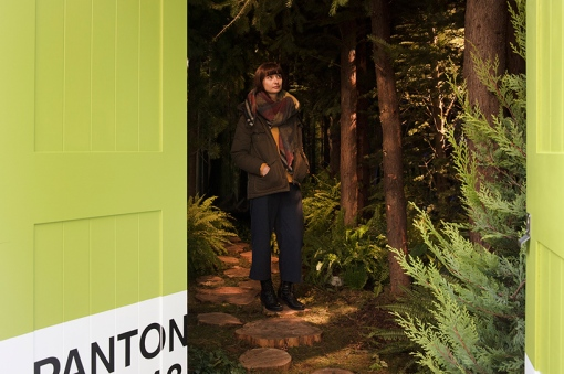 airbnb-pantone-outside-in-house-greenery-london-designboom-03