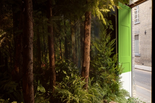airbnb-pantone-outside-in-house-greenery-london-designboom-04